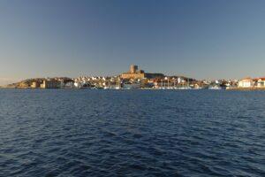 Vy från hotellet över hamnen och Marstrandsön